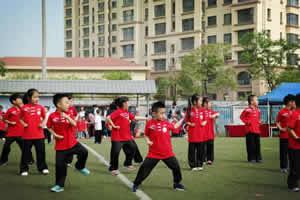 天津艾毅國際幼兒園同學們做早操