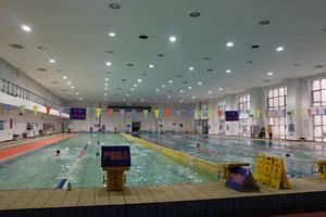 首都经济贸易大学出国留学校园环境游泳馆