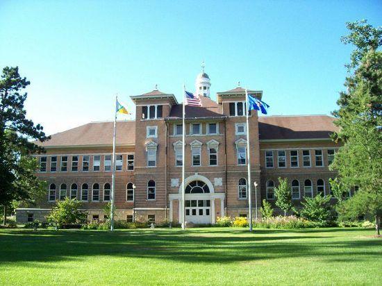 5、威斯康星大学麦迪逊分校   威斯康星大学麦迪逊分校(University of Wisconsin-Madison),创建于1848年,位于美国威斯康星州首府麦迪逊,是美国著名公立研究型大学。威斯康星大学麦迪逊分校是美国最受尊敬的名校之一,在各个学科和领域均享有声誉,产生了21位诺贝尔奖获得者,38位普利策奖获得者,12位美国国家科学奖章获得者。
