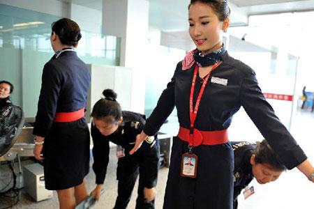 机场安检员