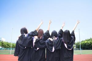 只要考吉林大学在职研究生就能拿到研究生毕业证吗?